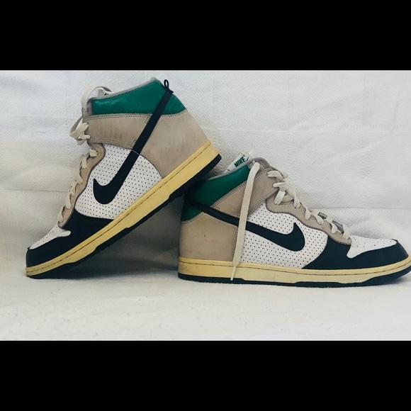 89daba362ec3 Men s Nike s old school Jordan s high tops as 11. M 5b47305cc2e9fe0897645ad3